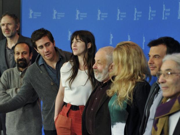 O júri do Festival de Berlim é apresentado na capital alemã nesta quinta-feira (9). Os atores Jake Gyllenhaal e Charlotte Gainsbourg têm a companhia dos diretoresMike Leigh e Francois Ozon, entre outros. (Foto: Reuters/Morris Mac Matzen)