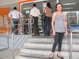A manicure Marilza de Cássia Raia prefere agências sem portas giratórias (Foto: Gabriela Gasparin/G1)