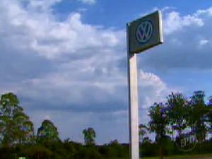 Justiça condena Volkswagen a pagar R$ 1 mi e proíbe terceirização de serviço (Foto: Reprodução EPTV)