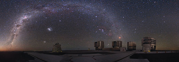 Conjunto de telescópios no Observatório no Cerro Paranal, no Chile. (Foto: ESO)