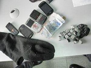 Polícia divulga material apreendido em operação, em Nova Europa, SP (Foto: Divulgação)