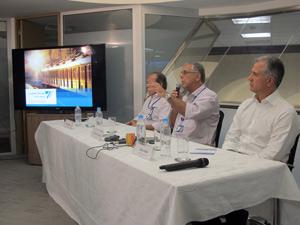 Secretário Júlio Lopes falou sobre os problemas ocorridos nos trens nesta quinta-feira (Foto: Rodrigo Vianna/G1)