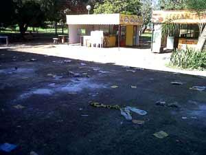 Lixo em frente à lanchonete da UnB na quarta-feira (8), dia seguinte à divulgação dos aprovados no vestibular da instituição (Foto: Raquel Morais/G1)