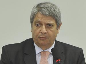 O ministro da Secretaria de Aviação Civil, Wagner Bittencourt, em audiência na Câmara, em novembro de 2011 (Foto: Antonio Cruz/ABr)