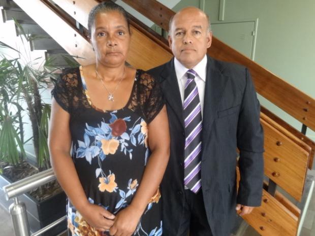 O casal Rejane Monteiro e Haroldo Silva estavam dentro da agência no momento da chegada dos assaltantes.  (Foto: Pamilli Braga / G1)