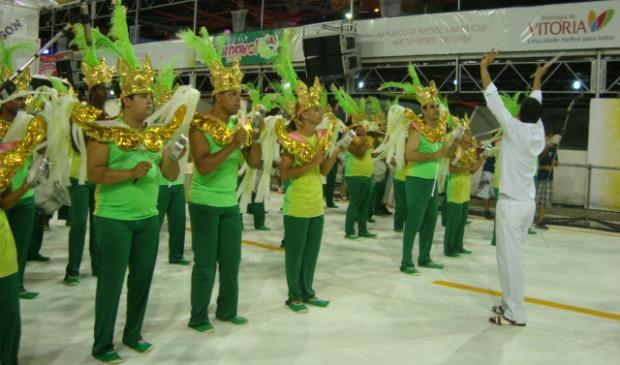 Bateria da escola de samba Tradição Serrana. (Foto: Darshany Loyola / G1 ES)