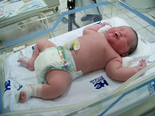 Super Baby Felipe, weighing 13.7 lbs, was born in Passo Fundo, Rio Grande do Sul, Brazil on Friday 10 February 2012.