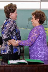 Dilma e Eleonora Menicucci na cerimônia de posse da ministra (Foto: Roberto Stuckert / Presidência)