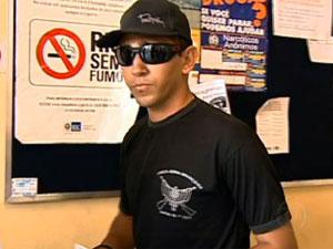 Yuri Ribeiro foi expulso da Aeronáutica após defender agressões a jovem e mendigo pela internet (Foto: Reprodução TV Globo)