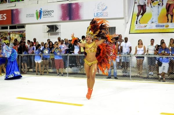 Bela na avenida durante desfile da Pega No Samba (Foto: Weliton Aiolfi/ G1ES)