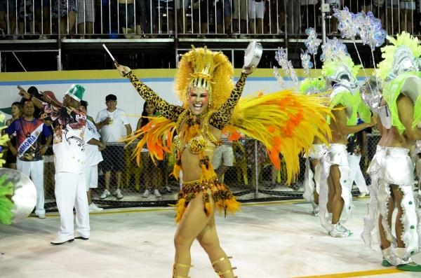 Tatiana Paysan, a rainha da bateria da Jucutuquara (Foto: Weliton Aiolfi/ G1ES)