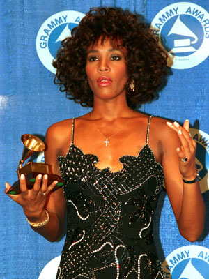 Em 1987, Whitney Houston recebeu um Grammy por melhor performance vocal pop feminina (Foto: Mark Lennihan/Arquivo/AP)