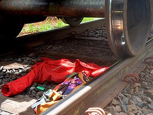 Jovem morre atropelado por trem, em Bueno de Andrada (Foto: Manoela Marques/G1)