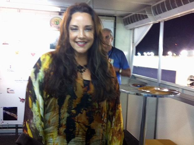 A cantora Ana Carolina veio prestigiar a poeta capixaba Elisa Lucinda (Foto: Amanda Monteiro/G1 ES)