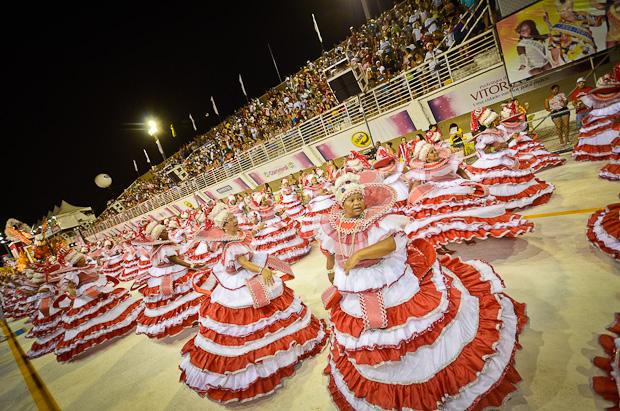 Ala das baianas na São Torquato (Foto: Weliton Aiolfi/ G1ES)