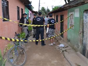 Polícia fez perícia no local (Foto: Walter Paparazzo/G1)