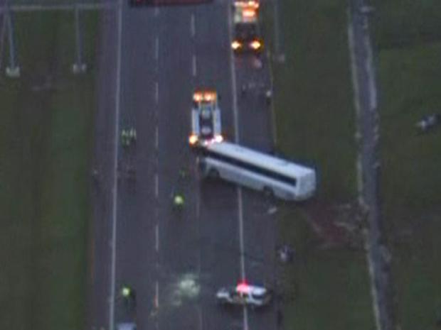 ônibus é removido (Foto: Reprodução/ TV Globo)