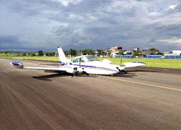 Trem de pouso da aeronave não abriu e ninguém ficou ferido (Foto: Luiz Antônio Oliveira Júnior)