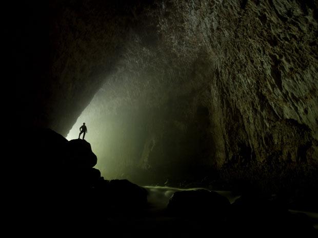 Para os aventureiros, vencer as adversidades da natureza e explorar o mundo subterrâneo das cavernas abaixo da superfície oferece um grande sentimento de satisfação e recompensa. (Foto: STEPHEN ALVAREZ / NATIONAL GEOGRAPHIC STOCK / CATERS NEWS)