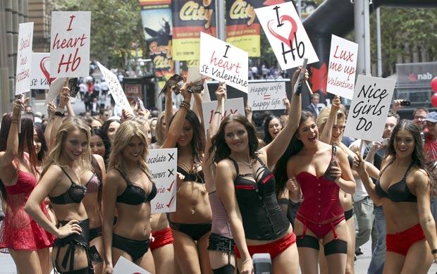 Evento foi patrocinado por uma companhia de lingeries. (Foto: Rob Griffith/AP)