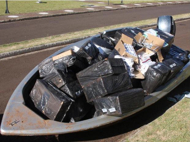 Barco estava carregado de mercadorias importadas ilegalmente (Foto: Divulgação/PF)