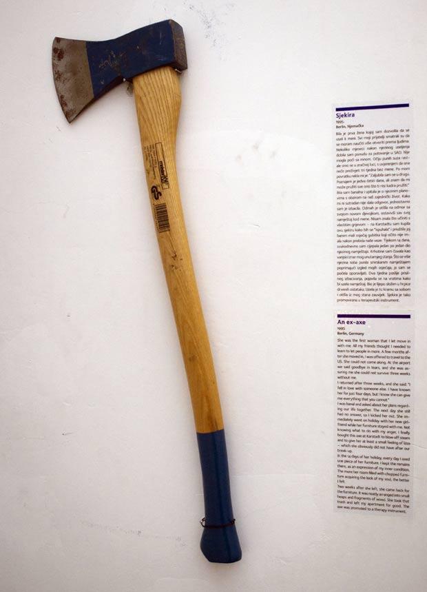 Machado é um dos objetos presentes no Museu das Relações Terminadas. (Foto: Darko Bandic/AP)