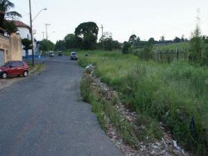 Foto mostra o asfalto castigado por falta de manutenção (Foto: Pedro Rangel Silva)
