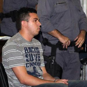 Lindemberg Alves Fernandes, de 25 anos, acusado de matar a ex- namorada Eloá Pimentel em 2008, é visto no banco dos réus (Foto: Diogo Moreira/ Futura Press/ AE)
