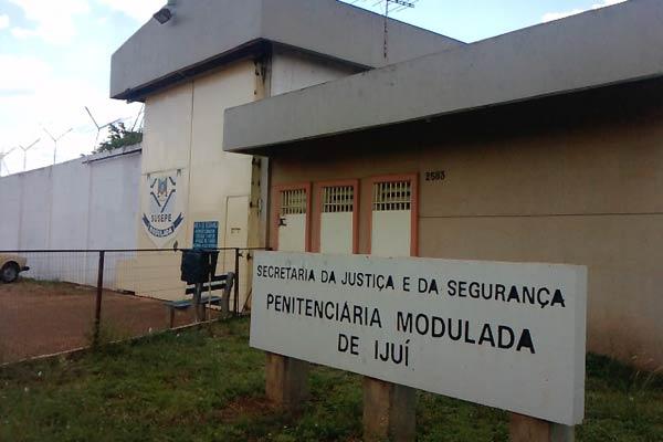 Polícia desconfia que presos armavam plano de fuga na Penitenciária de Ijuí (Foto: Juliano Gambini/RBS TV)