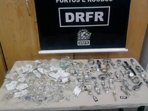 joias recuperadas (Foto: Polícia  Civil/Divulgação)