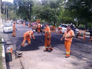 Funcionários fecharam cratera no dia 24 de janeiro (Foto: Fabiano Correia/G1)