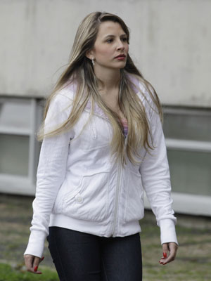 Nayara Rodrigues chega a fórum para julgamento de Lindemberg (Foto: Nelson Antoine/AE)