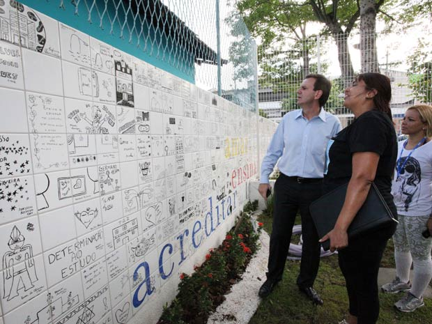 O prefeito Eduardo Paes na Escola  Tasso da Silveira (Foto: Divulgação/Prefeitura/Beth Santos)