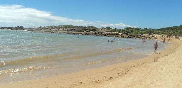 Praia do Ermitão apresenta bela paisagem em Guarapari (Foto: Leandro Nossa / G1 ES)