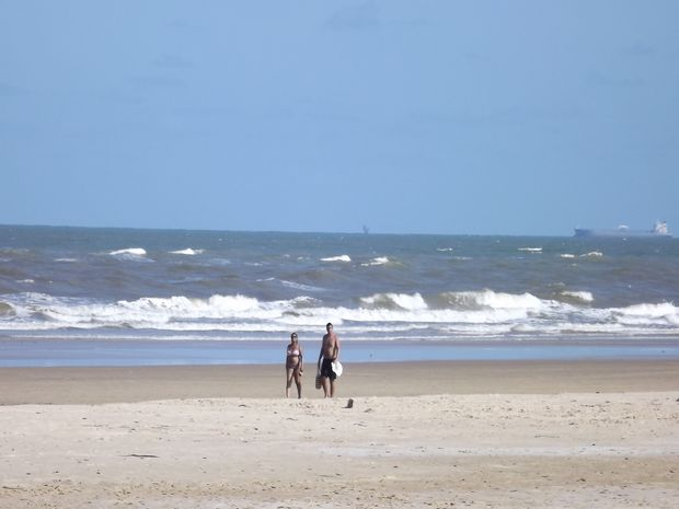 Praia da Atalaia traquilidade a beira mar (Foto: Joelma Gonçalves/G1)