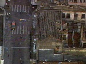 prédio que ameça desabar no centro de Porto Alegre (Foto: Reprodução/RBSTV)
