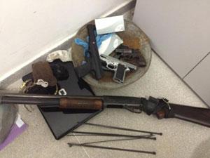 Armas apreendidas com suspeitos em Queimadas/PB (Foto: Divulgação/Polícia Militar)