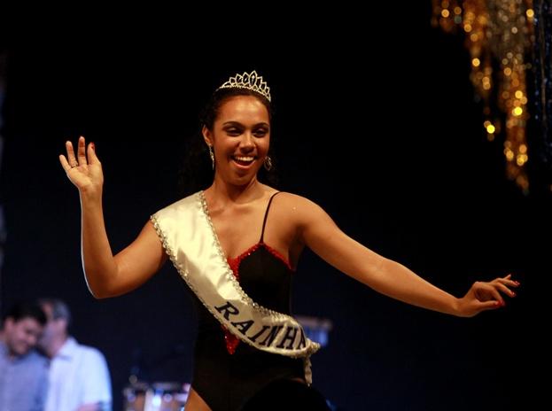 Beatriz ganhou a coroa da folia de 2012 (Foto: Prefeitura de Rio Preto)