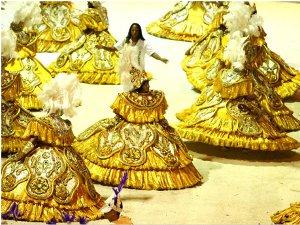 Ala das baianas em desfile das escolas de samba de Corumbá em 2011 (Foto: Divulgação/Prefeitura de Corumbá)