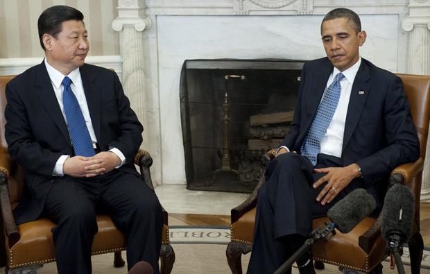 Obama e o vice-presiente chinês Xi Jinping durante encontro no Salão Oval da Casa Branca (Foto: Saul Loeb / AFP )