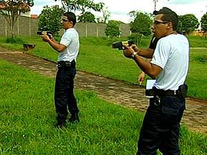 Guardas municipais participaram do último treinamento (Foto: Flávia Reis/G1)