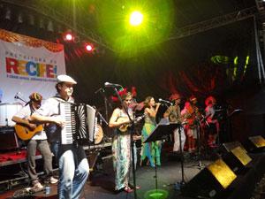 Cordão do Boitatá faz show na Praça do Arsenal (Foto: Luna Markman/G1)