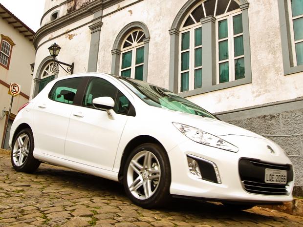308 já chega ao Brasil com a recente reestilização efetuada no modelo europeu (Foto: Divulgação)