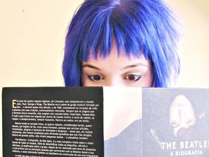 Adolescente pintou o cabelo de azul e foi barrada em escola (Foto: Divulgação)