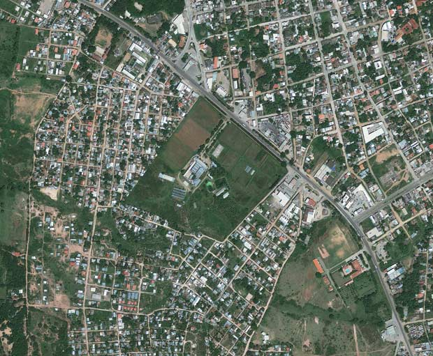 Imagem de setembro de 2009 fornecida pela GeoEye mostra a localizao da cadeia (Foto: AP)