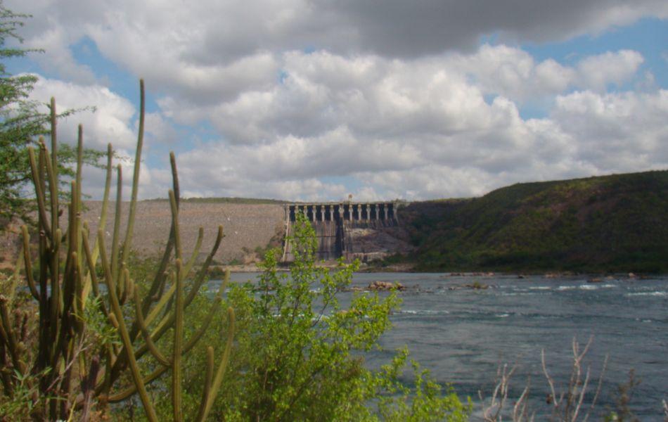 Vista da Hidrelétrica de Xingó na estrada que leva ao Porto Karrancas
