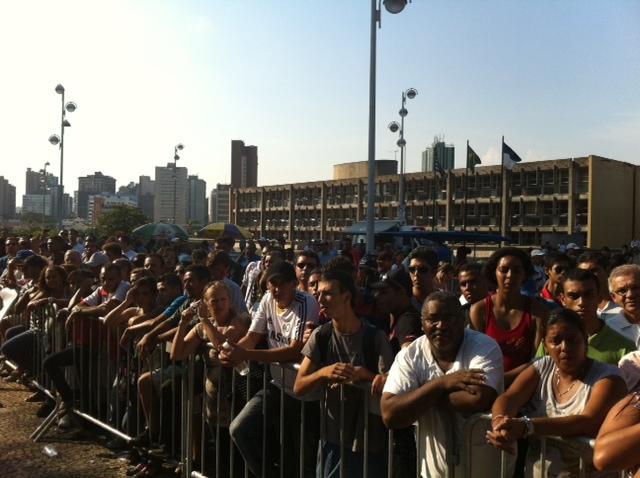 Público se amontoa para ouvir a sentença (Foto: Roney Domingos/G1)