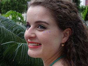 Carnaval pede maquiagem com cores vivas (Foto: Luna Markman/G1)