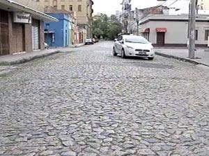 Rua em que houve a confusão seguida da morte de um taxista em Pelotas (RS) (Foto: Reprodução/RBS TV)
