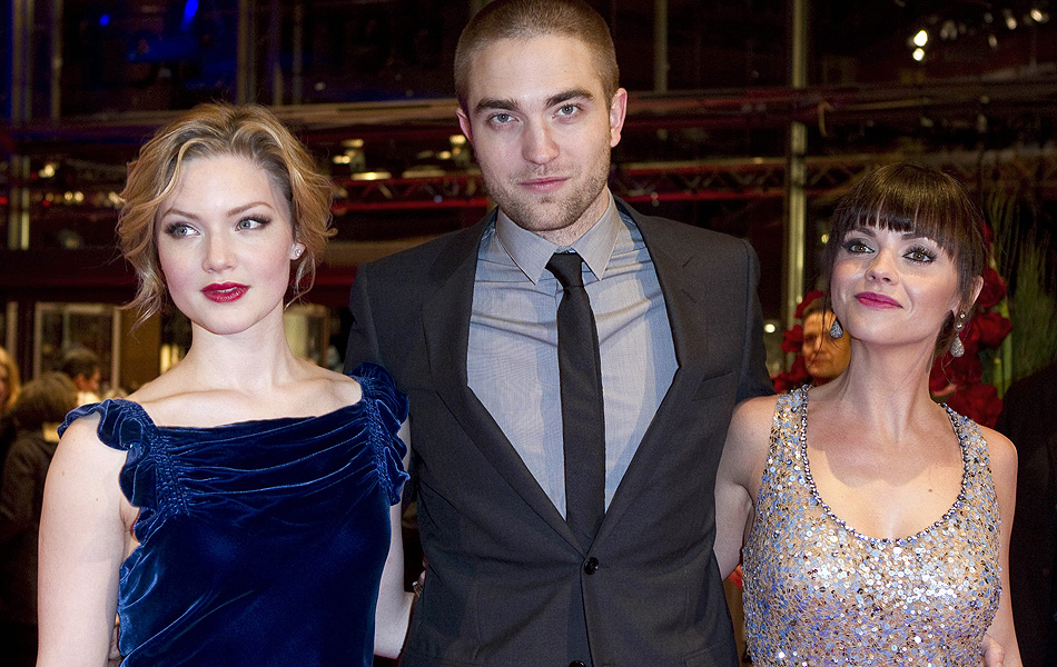 "Holliday Grainger, Robert Pattinson e Christina Ricci lançam ""Bel ami"" no Festival de Berlim nesta sexta (17)"